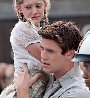 Gale Hawthorne Comforts Primrose Everdeen in The Hunger Games!