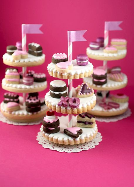 Cookie Stands (with mini cookies!) Oh my gosh, Bakerella! Perfection.  Would be fabulous for a tea party.