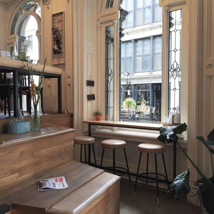 Il y a beaucoup de merveilleux cafés à Montréal. Ceux-là entre autres, je les aime beaucoup.