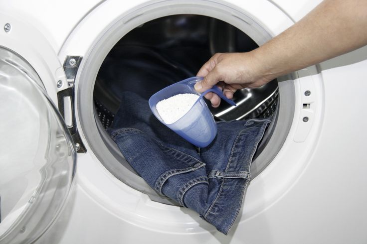 Come pulire la lavatrice con aceto e acqua calda in maniera del tutto naturale e senza sprecare denaro in detersivi costosi e nocivi.
