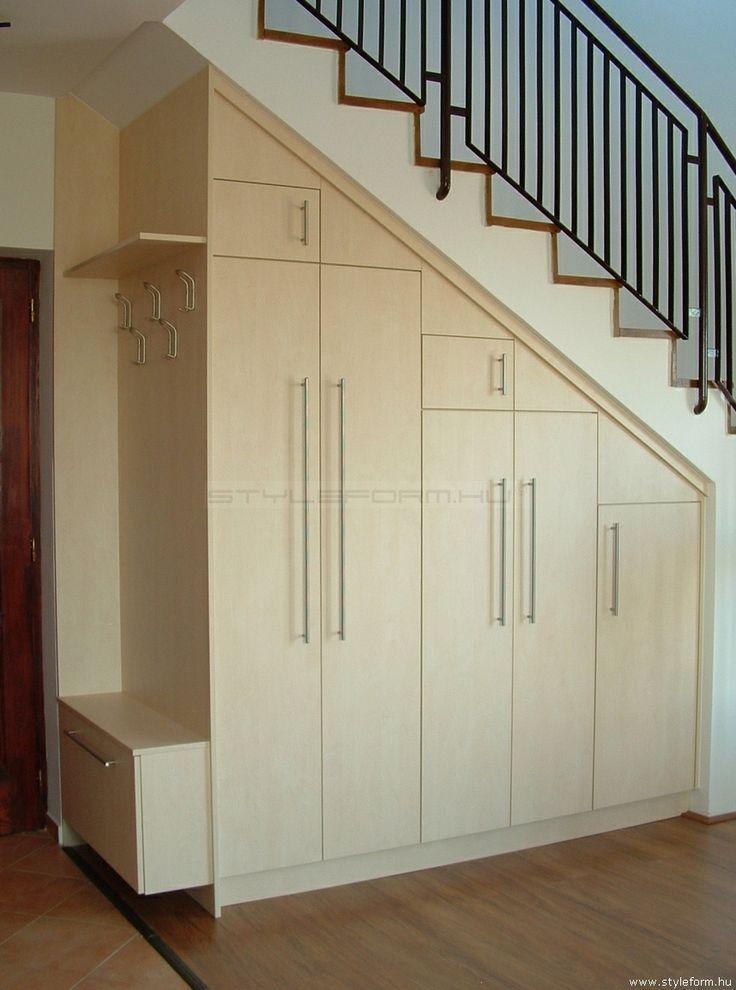 Styleform.hu - Előszobai lépcsőalatti beépitett gardrób szekrény