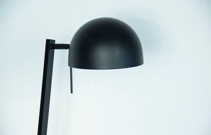 Lámpara mesa diseño urbano mate negro modelo P1118 223W15W. Iluminación para el hogar u oficina.