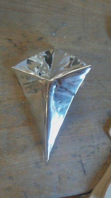 Vandaag ben ik bezig geweest met het maken van het eerste deel van de diamant.  Ik maak deze 4 keer en soldeer hem dan aan elkaar.  De volgende les weet ik hoe ik vouwen moet maken dus dan gaat het sneller.