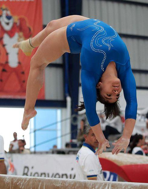 Role Model: Alexa Moreno y Laurie Hernandez Laurie Hernandez, Amazing Gymnastics, Gymnastics Pictures, Gal Gadot Wonder Woman, Cute Japanese Girl, Athletic Women, Female Athletes, Role Models, Swimwear