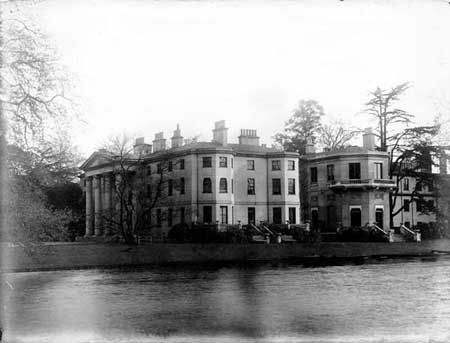 Temple house bisham berkshire demolished in 1932 for Home architecture newbury