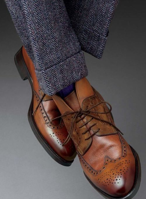 Herringbone... probably my favourite pattern for fall/winter. Awesome look with the cuffed pants and demi-boot.