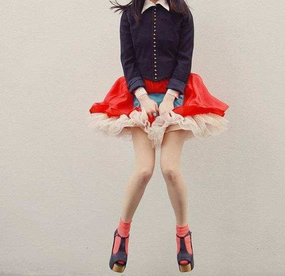red: Navy Military, Beauty Leggings, Inspiration, Japan Beauty, Color, Military Blazers, Cute Socks, Cute Outfit, Red Skirts