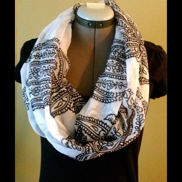 ⌛️LAST CHANCE❗️BLACK AND WHITE INFINITY SCARF LISTING WILL BE REMOVED AFTER MONDAY. PRICE IS FIRM INLESS BUNDLED. 100% polyester. Very lightweight. Black and white. NO TRADES. Accessories Scarves & Wraps