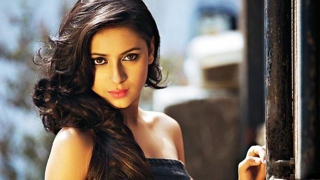 La actriz, famosa por la serie «Balika Vadhu» y por su aparición en diversos realities, apareció colgada y vestida de novia
