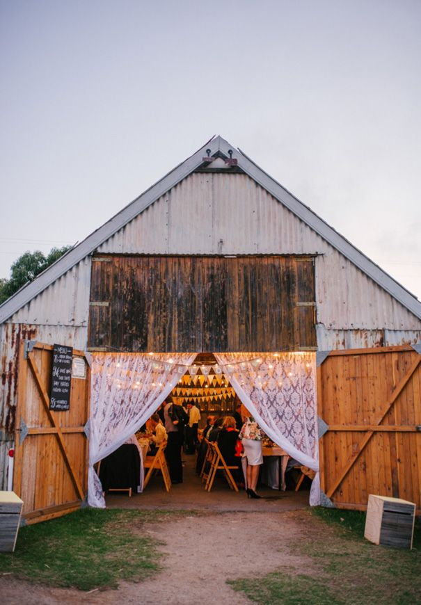 boho barn wedding reception Read more at : http://theweddingly.com/