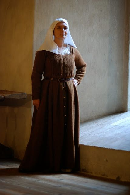 Dress from medieval Turku Finland, 15th century, Pleated front! Based on textile fragment from Åbo Akademi´s Main building excavations, executed 1998. Recreation Mervi Pasanen.