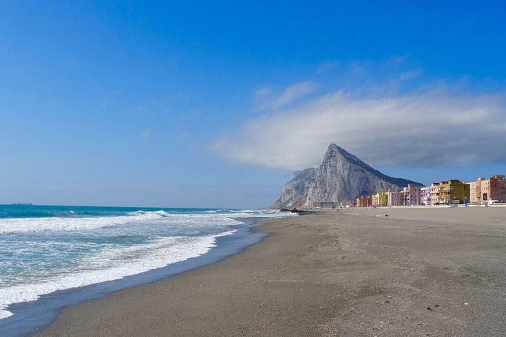 It was almost like being in England and Spain at the same time. Click through to see what I got up to in the British Overseas Territory of Gibraltar.