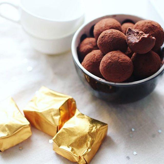 Truffes de Noël au chocolat et aux marrons  http://www.royalchill.com/2014/11/21/truffes-au-chocolat-et-aux-marrons/ #chocolat #recette #noel #truffes #marrons