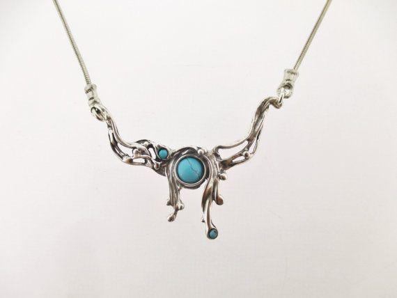 Unieke zilveren hanger, 3 turquoise uit Porans collectie.  De keten kunnen elke gewenste grootte.  leverbaar met vele andere stenen. heeft bijpassende oorbellen- https://www.etsy.com/il-en/listing/236903743/handcrafted-sterling-silver-earrings?ref=shop_home_active_1  Neem contact met mij op voor elke vraag.  onze sieraden shop op Etsy: http://www.etsy.com/shop/Porans  Dank u voor het bezoeken van onze winkels