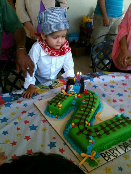 David's Thomas The Train Cake by Ah, How Sweet!, via Flickr