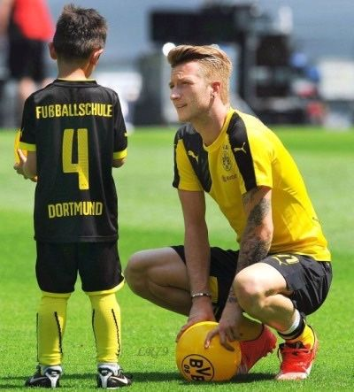 Marco Reus with a tiny fan