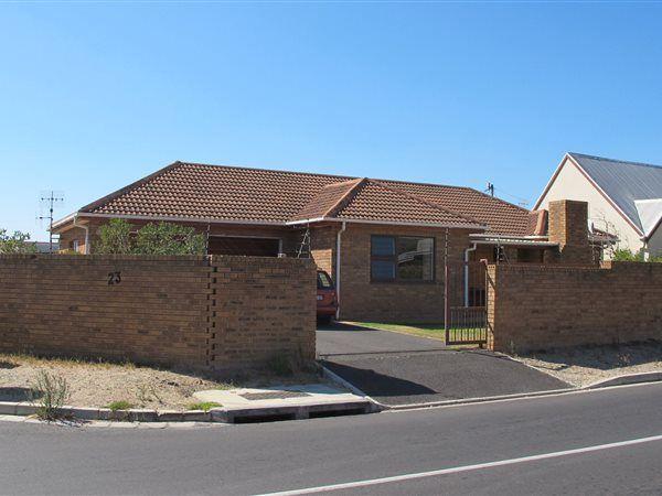 3 bedroom house in Whispering Pines, Whispering Pines, Property in Whispering Pines - T262382