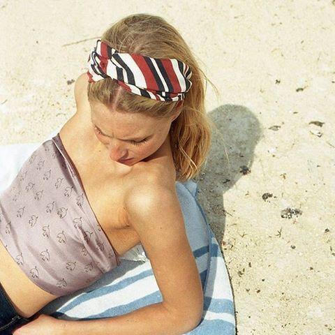 @store_sakura es una marca escandinava que se ha sumado a la ola de las bandanas y otros accesorios de tela para el cabello. Sus diseños están llenos de color e inspiración veraniega  ¡Si quie