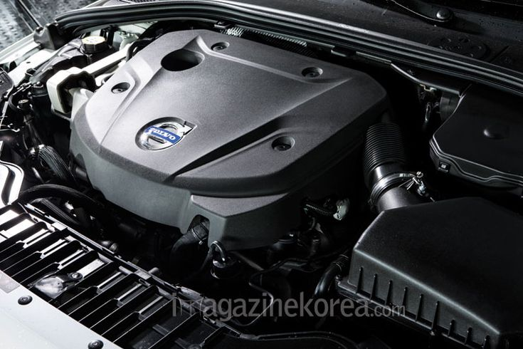 DOWNSIZE ME! | 볼보가 직렬 6기통과 5기통을 대신할 새로운 4기통 엔진과 8단 변속기를 공개했다. 작아진 엔진을 얹은 V60 D4와 S80 T5는 오히려 출력과 토크가 높아졌다