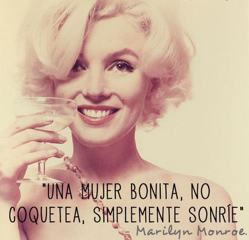 """""""Una mujer bonita, no coquetea, simplemente sonríe"""" Encuentra más frases de Marilyn Monroe en: http://www.1001consejos.com/frases-de-marilyn-monroe/"""