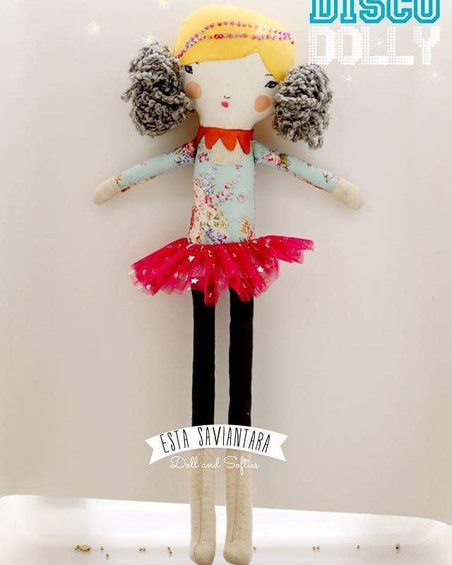 Disco dolly | Tinggi 45 cm | bahan : katun linen; suede imitasi; katun jepang; benang wol; benang sulam; payet; silikon | harga IDR 165k #boneca #handmade #doll #dolls #dolanan #softies #softoys...