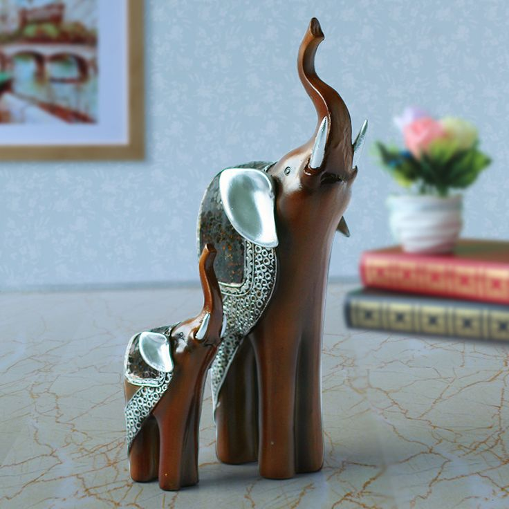 Thai mother elephant ornaments living room European-style animal jewelry water sculpture mother and home accessories in Southeas