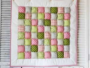 Learn to sew a puff quilt with a sewing machine! Great even for beginners--you will love this quilt! 36x36 but includes instructions for making larger @Heidi Haugen Haugen Haugen Haugen Ferguson