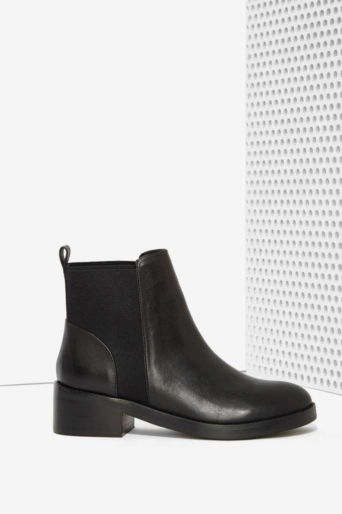 Steve Madden Shrill Leather Chelsea Boot.