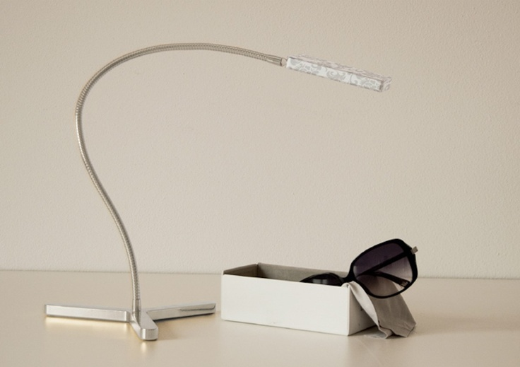 The first wireless lamp which follows you everywhere… Exclusive, with a catchy design and prêt-à-porter .. USB recharge!