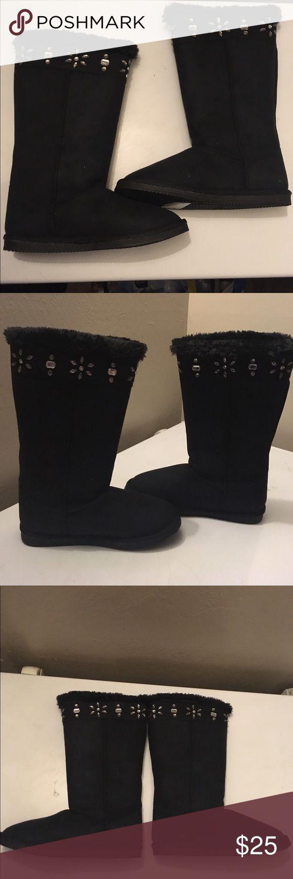 """Black """"suede"""" boots Sparkle rhinestone """"suede"""" black boots.   Women's size 10   New never worn   Botas negras de imitación """"rhinestone"""" de gamuza.  Tamaño mujer 10  Nuevo nunca usado Shoes Winter & Rain Boots"""