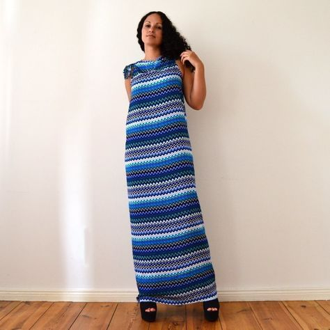 Diy No Sew Maxi Dress In 5 Minutes  •  Free tutorial with pictures on how to sew a maxi dress in under 5 minutes