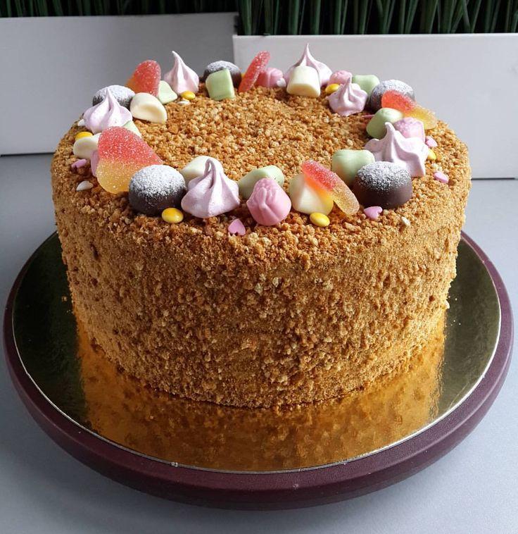 """655 Likes, 117 Comments - Я - КУЛИНАРНЫЙ МАНЬЯК 🙌 (@vil_ola) on Instagram: """"Карамельный медовик ...Для меня это самый уютный торт. Самый домашний. А для многих и самый…"""""""