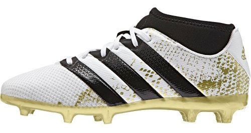 The boot for the player who strives for perfection in every pass, cross and shot. The invincible playmaker. When you're the one the whole team is built upon, you need a boot that's just as untouchable