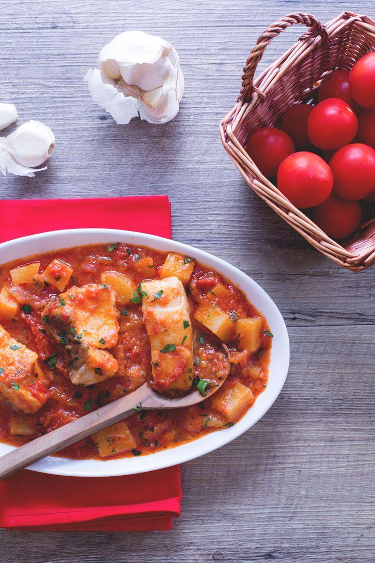 Baccalà alla livornese: un vero classico della cucina italiana per portare in tavola tutto il profumo del mare.  Cod with tomato sauce