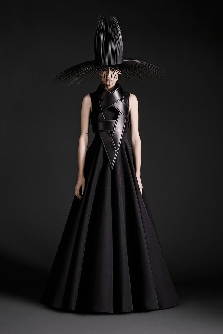 Gareth Pugh Spring 2015 Ready-to-Wear - Collection - Gallery - Look 23 - Style.com