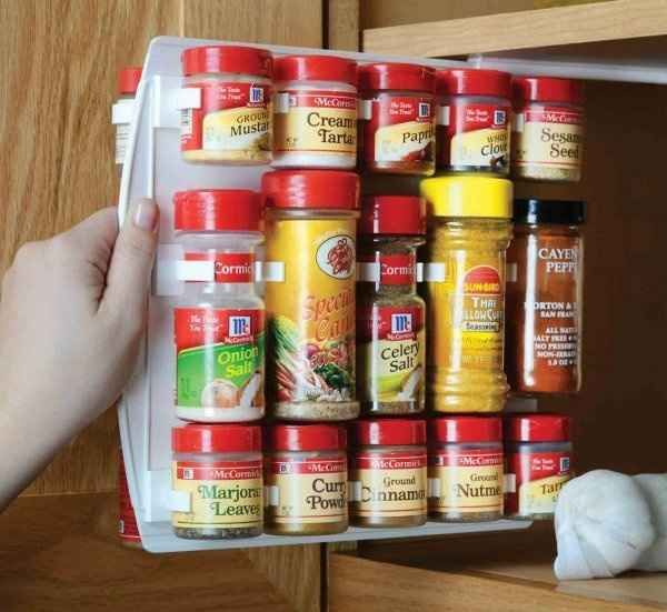 kuchenschranke clever einrichten : Slide-in Spice Rack 33 Insanely Clever Things Your Small Apartment ...