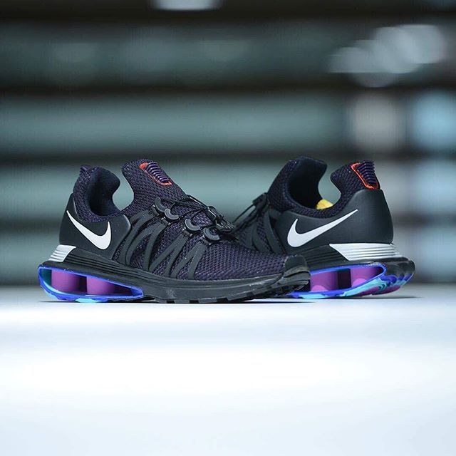 This Nike Shox is equipped with the Flywire cables and cinch system to keep  your foot in place. A purple knit upper and black caging compliments the  purple ...