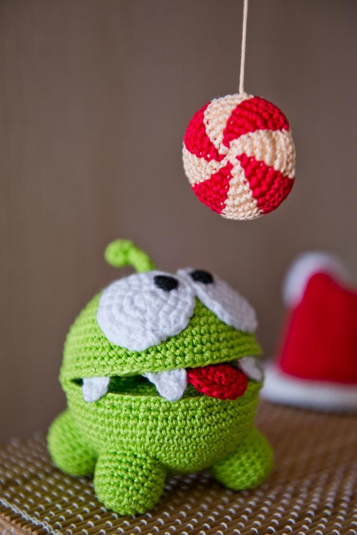 "Look What Ive Made - Projects - Crochet - Crochet Pattern of Om Nom from ""Cut the Rope"" (PDF file)"