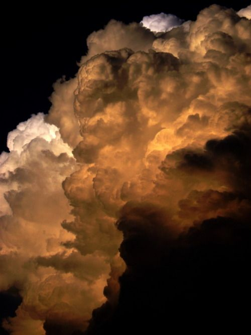 Feel the power of these wonderful (thunder?) clouds...the colors used just enhance them...