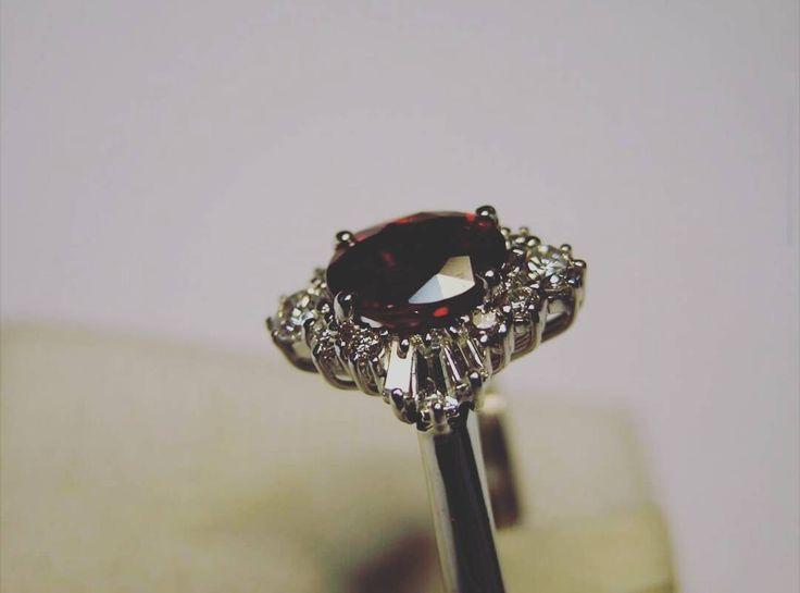 La #bellezza è come una #gemma preziosaper la quale la migliore #montatura è la più semplice #francescobacone  #gazzaladra_gioielli #gioielleria a #Riccione #madeinitaly #passione #laboratorioorafo #pietrepreziose #rubino #ruby #Anello #donna #fidanzamento #luxury #like4like #followers #Rimini #diamanti #oro #jewels #diamond by gazzaladra_gioielli