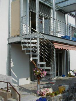 spindeltreppe wendeltreppe aussen 262 350. Black Bedroom Furniture Sets. Home Design Ideas