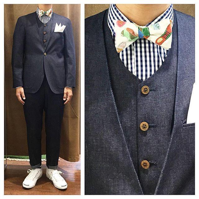 Denim Three piece suit.  lifestyleorder定番のネイビーデニムノーカラースリーピース。  ロールアップにジャックパーセルの鉄板スタイルで。  オーダーメイド製品はlifestyleorderへ。  all made in JAPAN  素敵な結婚式の写真を@lso_wdにアップしました。  wedding photo…@lso_wd  #ライフスタイルオーダー#オーダースーツ目黒#結婚式#カジュアルウエディング#ナチュラルウエディング#レストランウエディング#結婚準備#新郎衣装#新郎#プレ花嫁#蝶ネクタイ#メンズファッション#モデル#デニム#ジャックパーセル  #lifestyleorder#japan#meguro#photooftheday#instagood#wedding#tailor#snap#mensfashion#menswear#follow#ootd#bowtie#denim#converse
