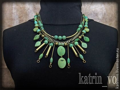 Колье из африканского нефрита и латуни - салатовый,ожерелье,колье,ручной работы