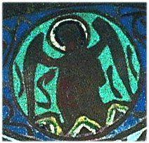 Les gémellions de Bouée, ange .- Ces 2 précieux bassins portent des armoiries. Au revers, le centre est décoré d'un écu de France gravé (d'azur aux fleurs de lys sans nombre) qu'entourent 6 écus armoriés, inscrits dans des cercles que séparent des fleurons et des arabesques.