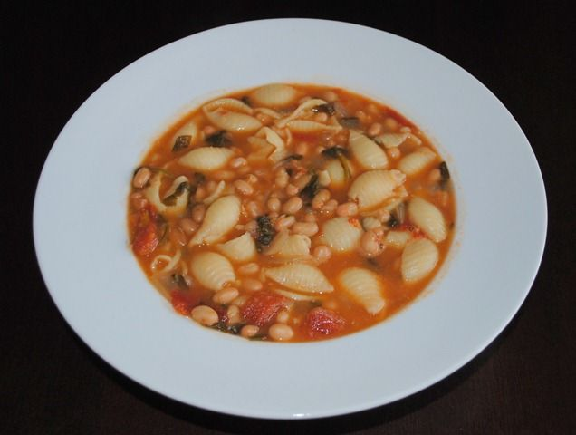 Recipe for Pasta Fagioli Soup. (Tomatoes, White Beans, Spinach, Ditalani Pasta,...) So hearty and delicious. Even the hubby was satisfied!