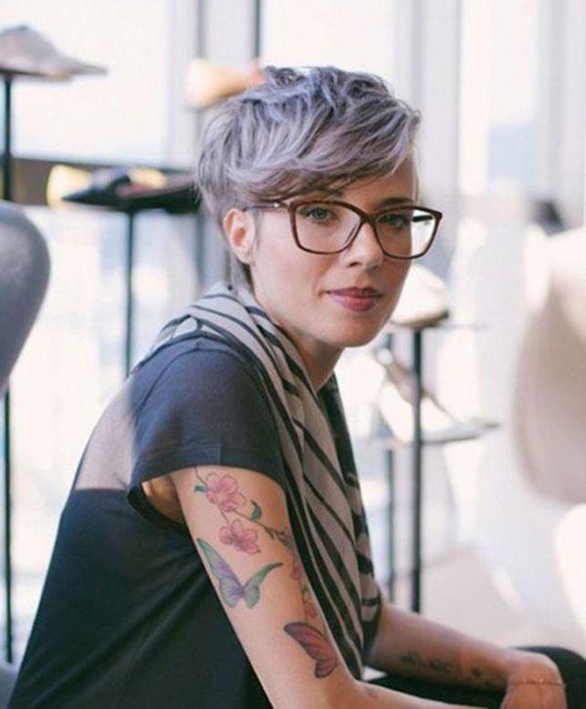 Kurzhaarfrisuren Damen Graue Haare mit Brille 23 - #brille ...