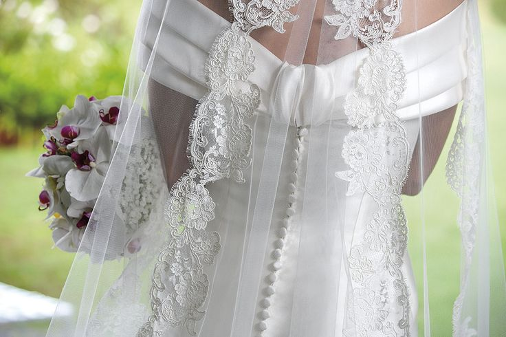 Retro dell'abito da sposa con velo ricamato