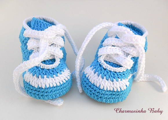 Tênis em crochê Baby Confeccionado em linha 100% algodão Possui palmilhas em e.v.a Um modelo bem despojado para o seu bebê ficar na moda  Cor da foto: Azul royal com Branco  Pode ser feito em outras cores e detalhes a combinar por e-mail  Tamanhos 14 - 8cm ( sola ) = 0 a 2 meses 15 - 9cm ( sola ) = 2 a 4 meses 16 - 10cm ( sola ) = 4 a 6 meses 17 - 11cm ( sola ) = 6 a 8 meses R$ 25,00