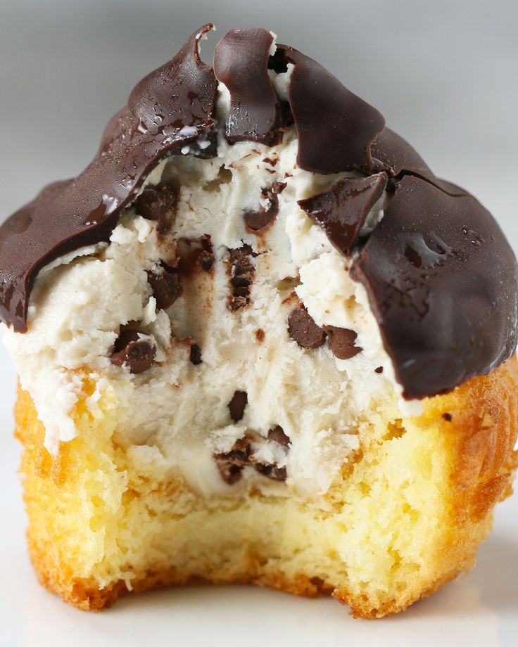Chocolate-Dipped Cannoli Cupcakes