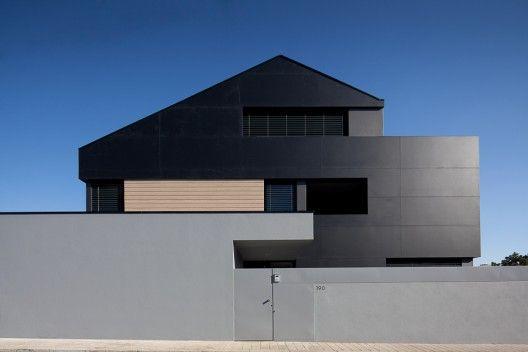 Agudeka House by José Campos